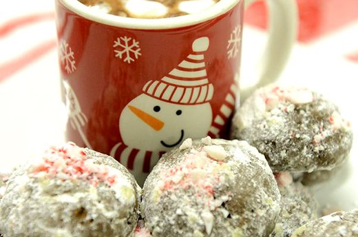 Chocolate Snowballs with Peppermint