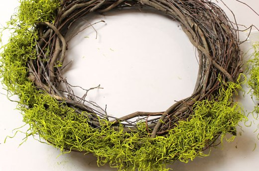 Attach Moss to the Wreath