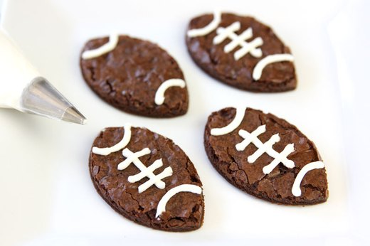 Piping on Football Brownies