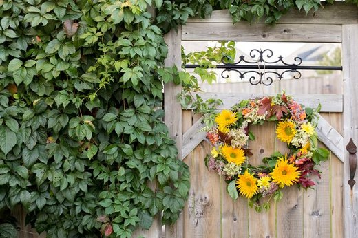 Dress Up Your Door With Fresh Flowers