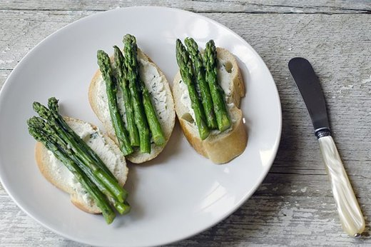 Asparagus and Herbed Goat Cheese Crostini