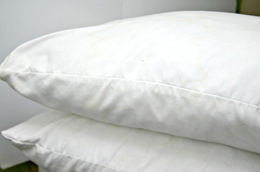 Clean Your Bed Pillows