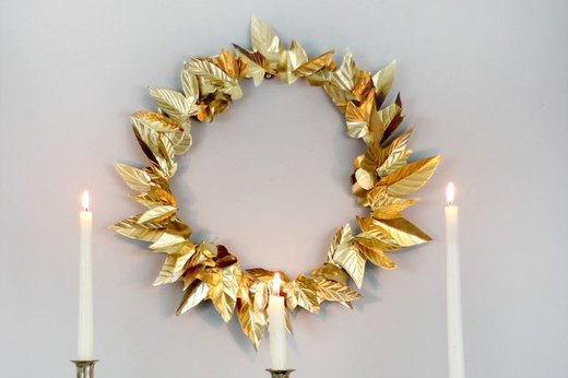 Make a Chic Wreath From a Foil Baking Sheet