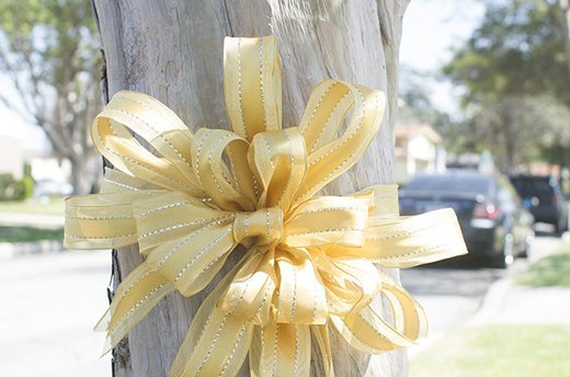 10. Decorative Yellow Bows