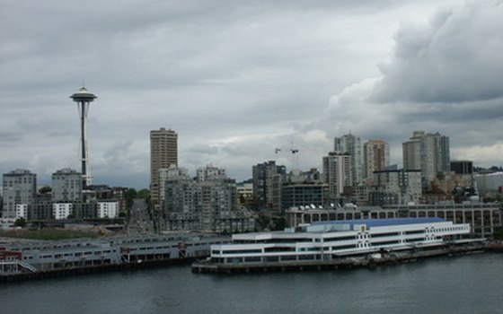 Seattle's port and skyline are main seaflight attractions.
