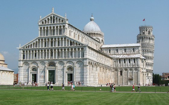 Independent travelers can walk through Pisa's Campo dei Miracoli.