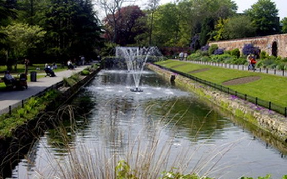 An English garden often has an impressive water feature.