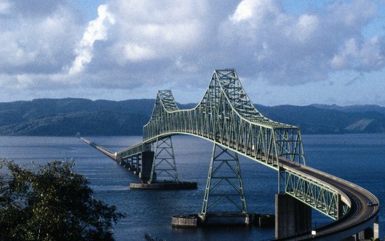 The bridge at Bigg's Junction allows travelers to choose which side of the Columbia to drive along Washington or Oregon.