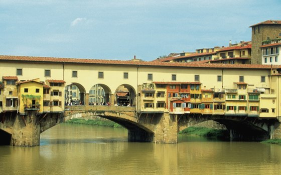 Ponte Vecchio connects downtown Florence to the Oltrarno at the Uffizi.