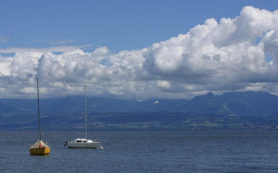 Afforable city center accommodations in Geneva let you enjoy an enchanting lakefront stroll.