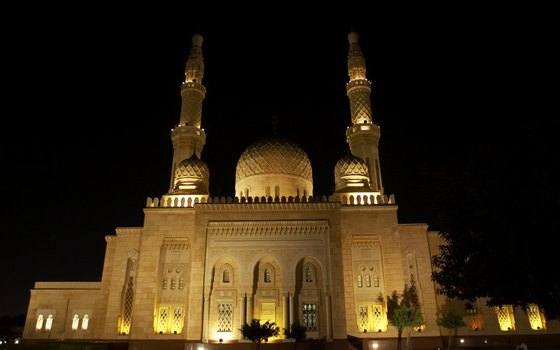 Jumeirah Mosque at night.