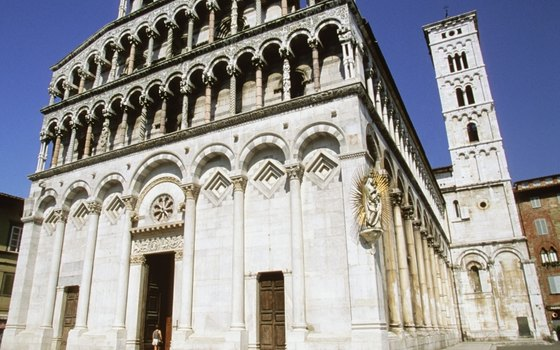 Lucchese Romanesque and baroque architecture blend on the streets of Lucca.