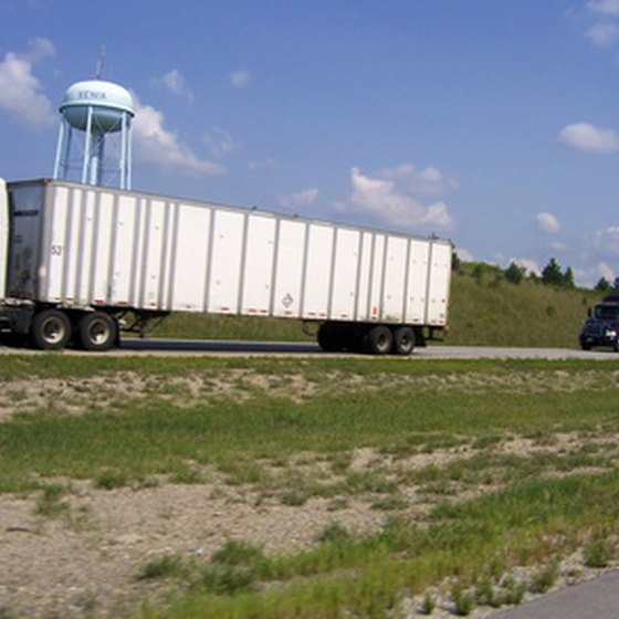 How do I Cross the Canadian Border With Commercial Trucks