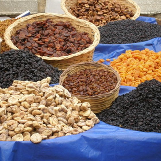 High fiber foods,like dried fruit, can help prevent hemorrhoids.
