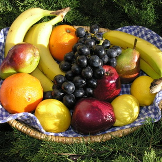 Eating a wide variety of fruits will keep your gallbladder healthy by introducing fiber and vitamins into your diet.