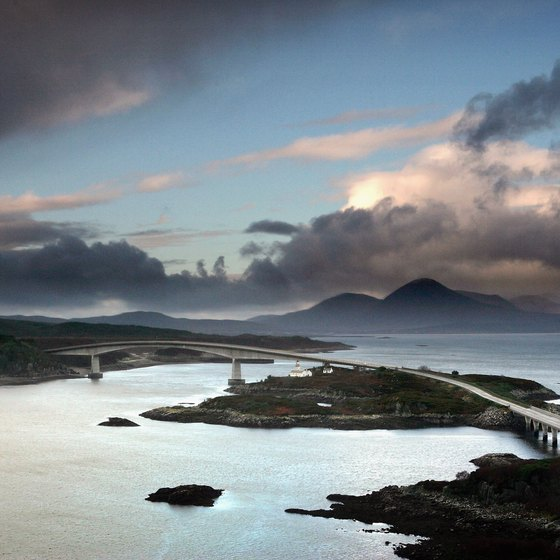 The Skye Bridge links the mainland at Kyle of Lochalsh to southern Skye.