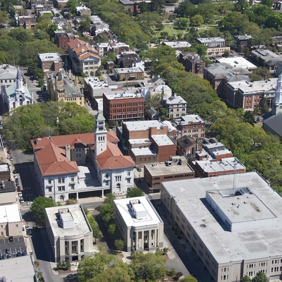 Downtown Savannah doesn't have skyscrapers; instead, it has plenty of historic buildings and greenspace.