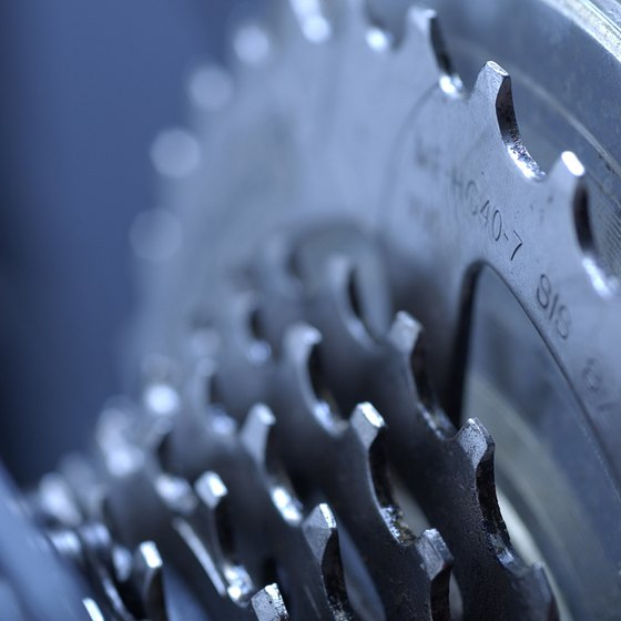 The right grip shift moves the smaller cogs at the back of the bicycle.