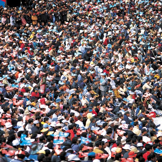 Use imagery of crowds in advertising to convince concessionaires your product sells.