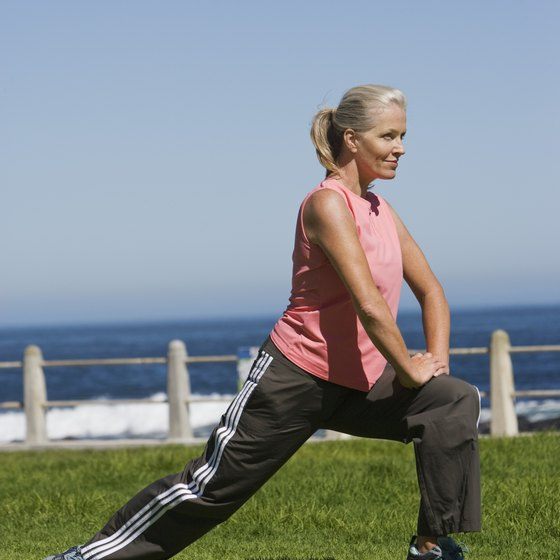 The mini lunge works the thigh muscles.