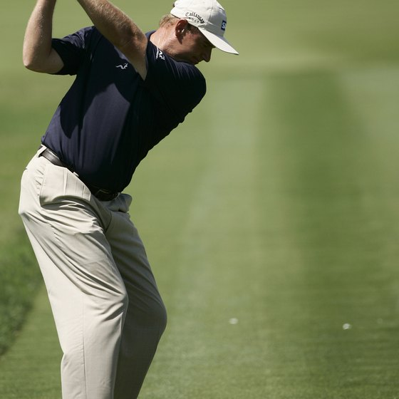 Ernie Els' hands and elbows form a triangle during his backswing.