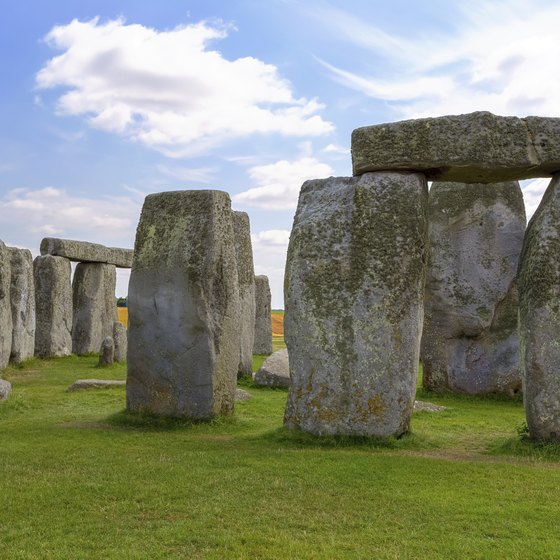 When you are in London, don't miss a chance to see Stonehenge, one of the world's top prehistoric sites.