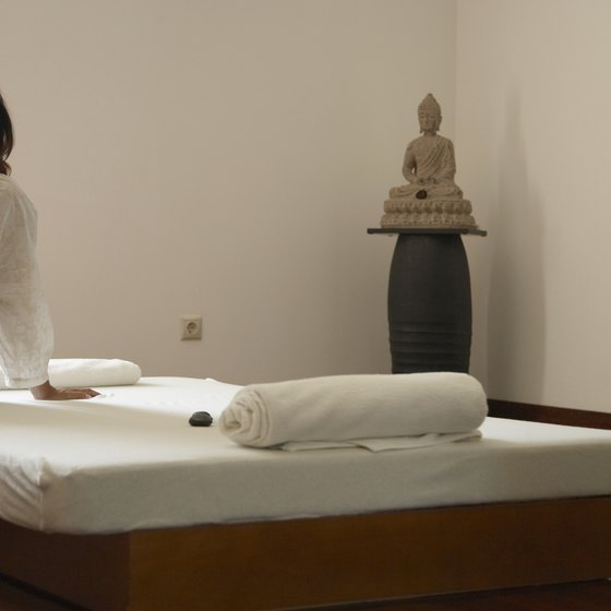 There are philosophical and technical similarities between Thai and Loma Loma massage.