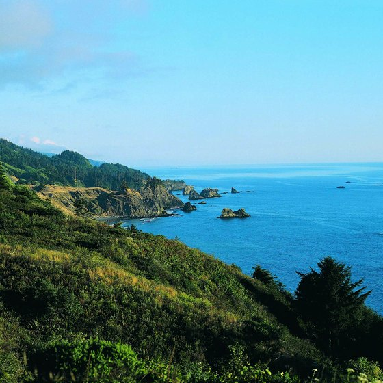 Brookings, Oregon, has the warmest coastal temperatures in the state.