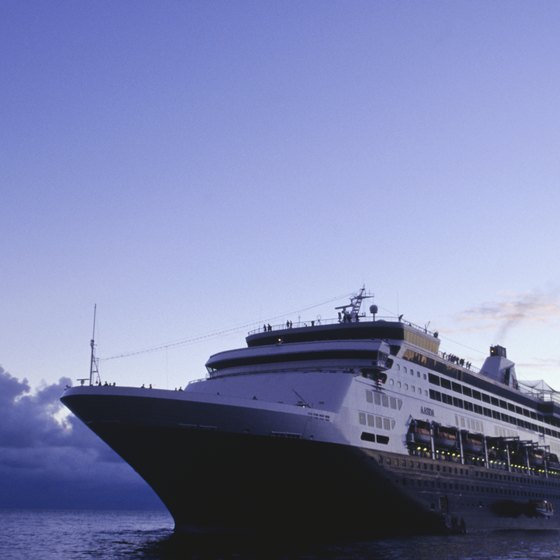 Score a deal to enjoy a cruise on the cheap.