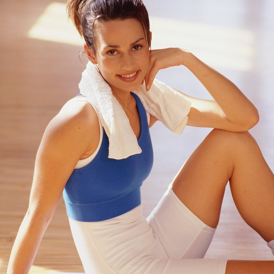 Towel crunches can strengthen your abdominals.