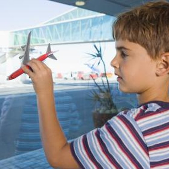 Can Children Of  Travel Alone On Delta Airlines