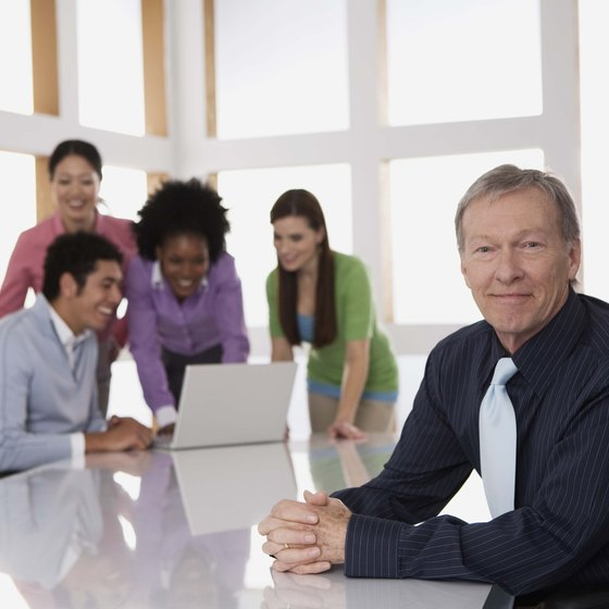A manager or team leader works closely with employees in a horizontal organization.