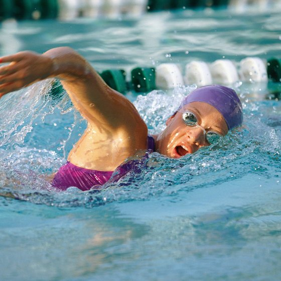 Swimming is a low-impact exercise that might work well for people with knee injuries.