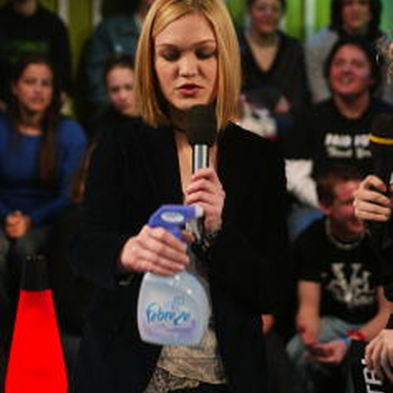 Julia Stiles introduces Febreze as a college dorm necessity on MTV.