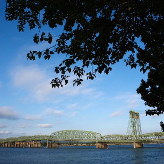 Portland, Orgeon, is situated on the Columbia River, within the Columbia Plateau region.