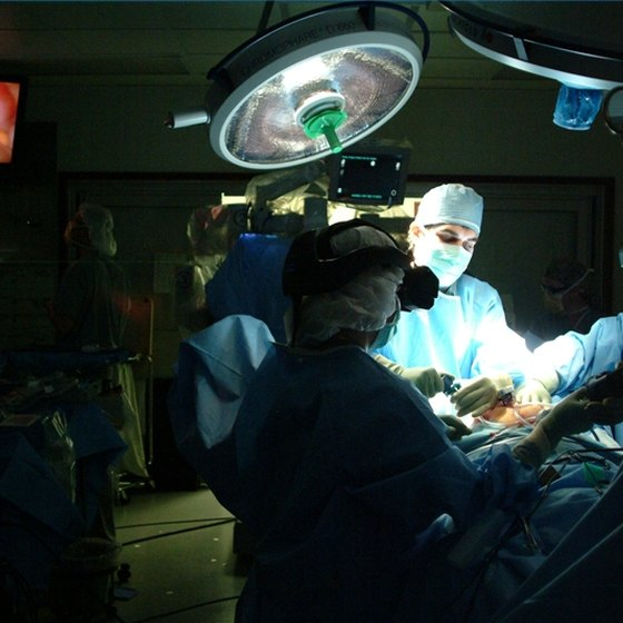 Minimally invasive surgical techniques, such as laparoscopy, can shorten recovery time.