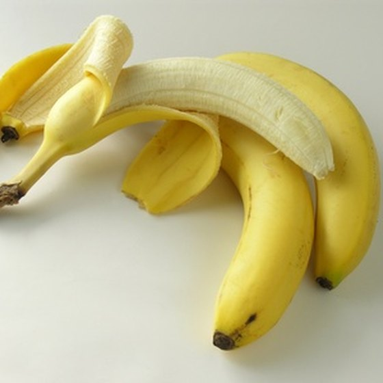 Bananas are an acceptable food to eat after food poisoning.