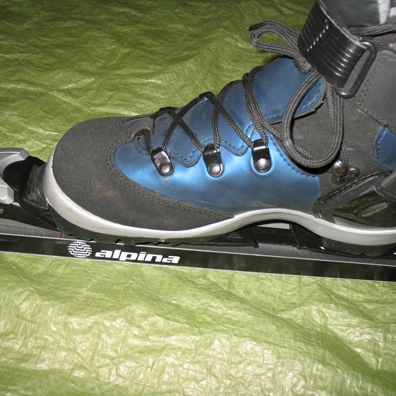 How To Install Boots Into The Bindings Of Cross Country