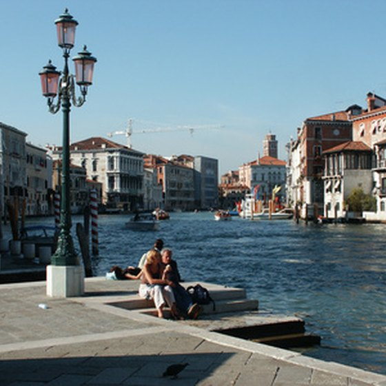 Travel to Italy in comfortable, fashionable clothing.