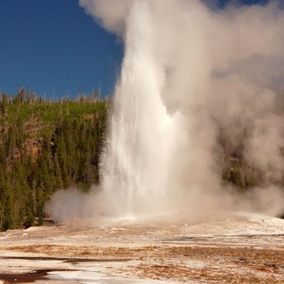 How To Visit Old Faithful