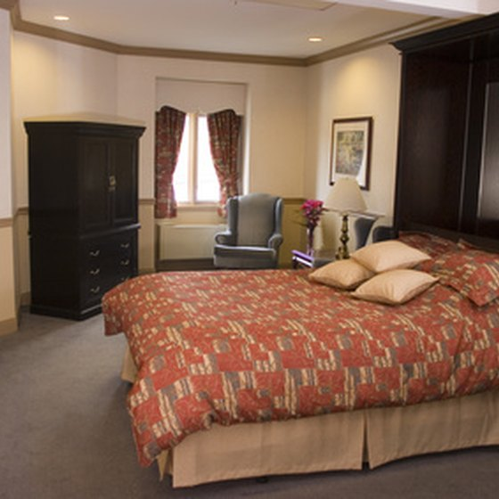 From value-friendly hotels to luxury suites, Summerville lodging facilities can meet travelers' needs.