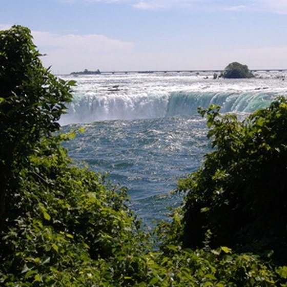 Williamsville, NY is about 25 miles from Niagara Falls and has a number of hotels