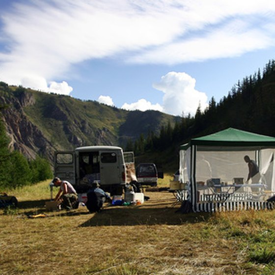How to Use a Screen Tent at a Camp Site | USA Today