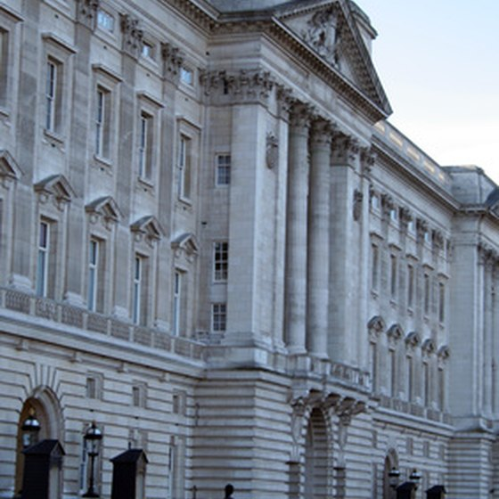 London visitors can stay at a hotel near Buckingham Palace.