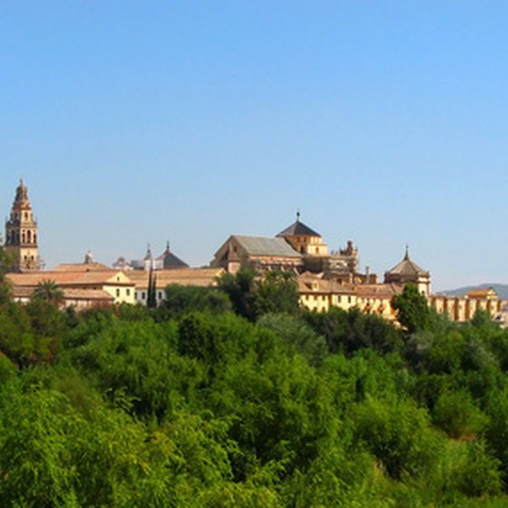 Visitors can fish, mountain bike and enjoy the zoo and cultural tours in Cordoba.