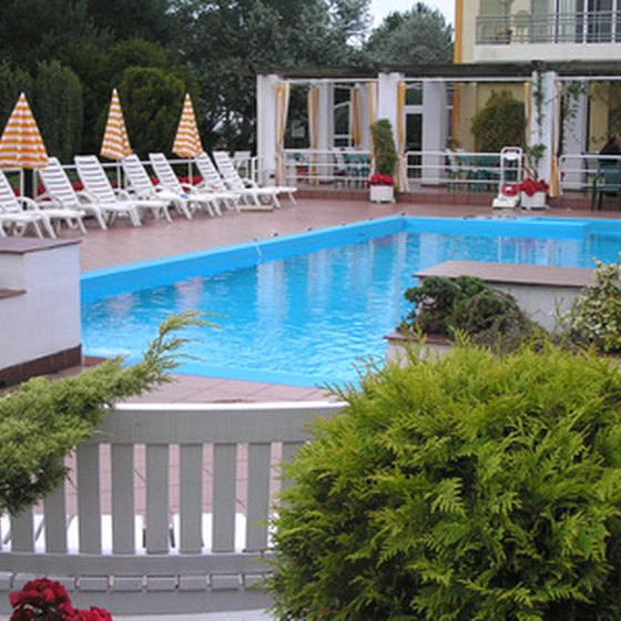 Select Maysville hotels offer outdoor swimming pools.