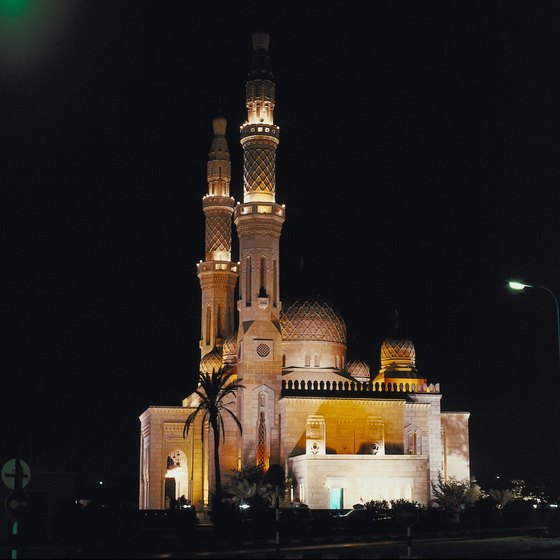 Arabian Night tours in Dubai include visits to mosques.