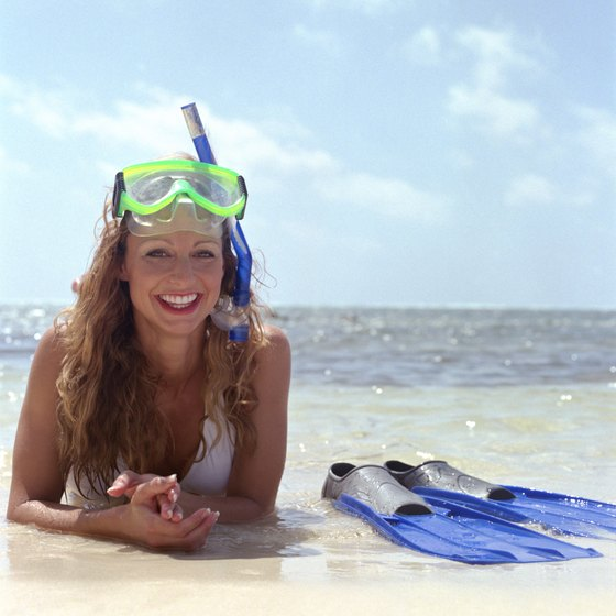 Mild average water temperatures allow for comfortable snorkeling conditions in Alabama.