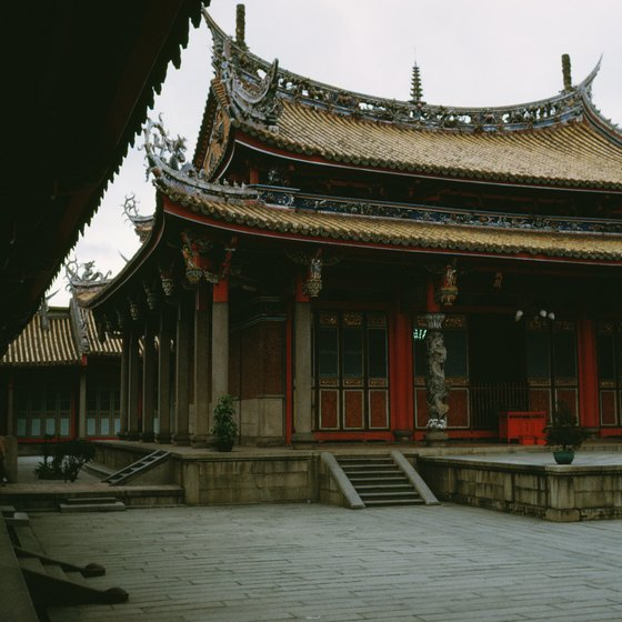 Taiwan is home to more than 5,000 temples.