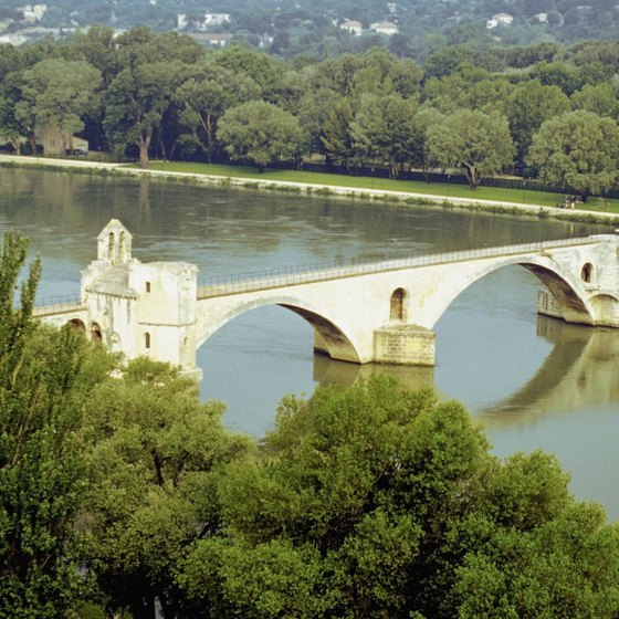 Ruins of the Avignon Bridge.